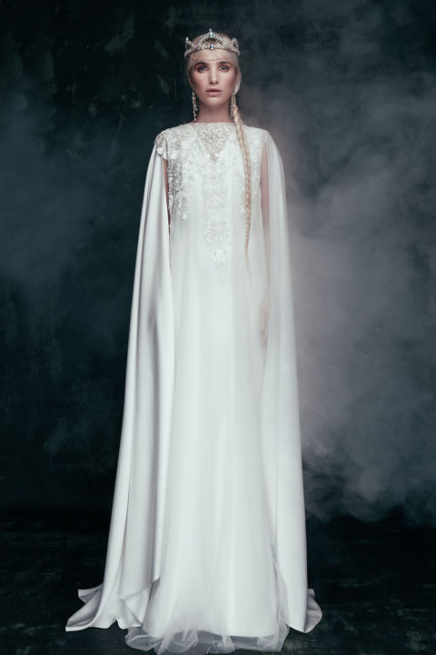 Свадебное платье Velina (cape), Коллекция Anna de France, Anne-Mariée