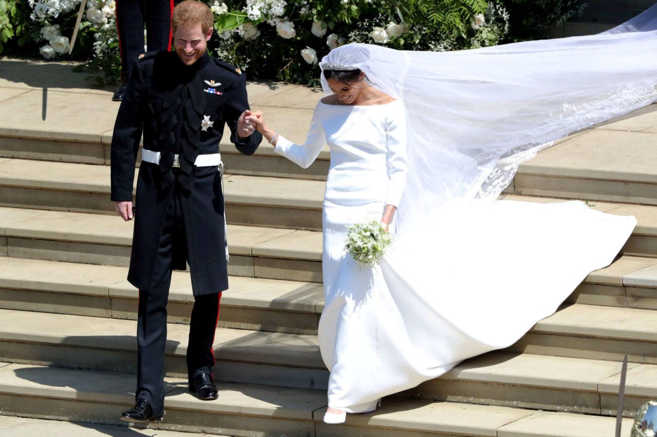 Платья, которые обсуждал весь мир: свадебные наряды Меган и Кейт